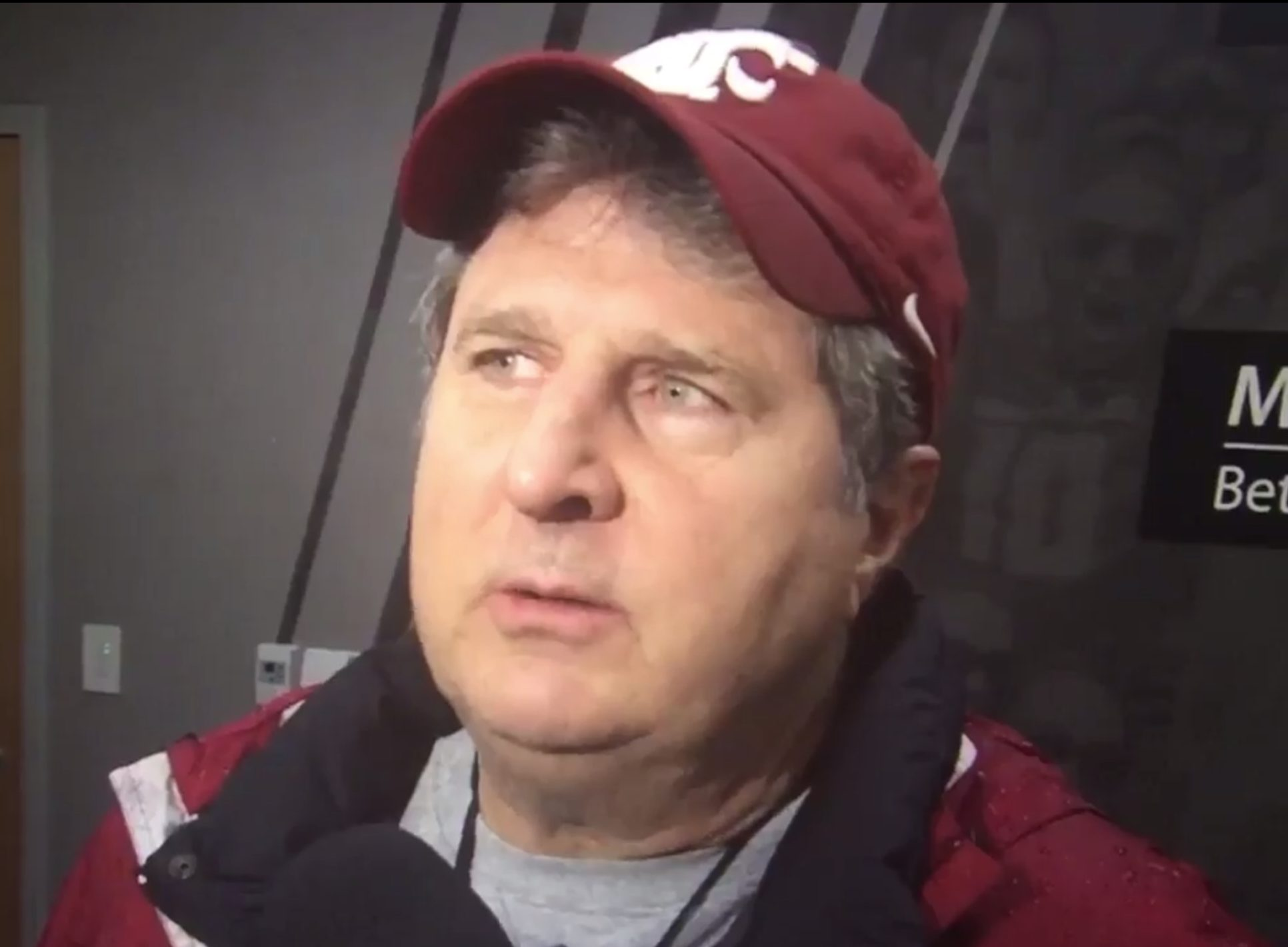Mike Leach Wedding.Mike Leach Gives Hilarious Rambling Answer To Reporter Who Asked