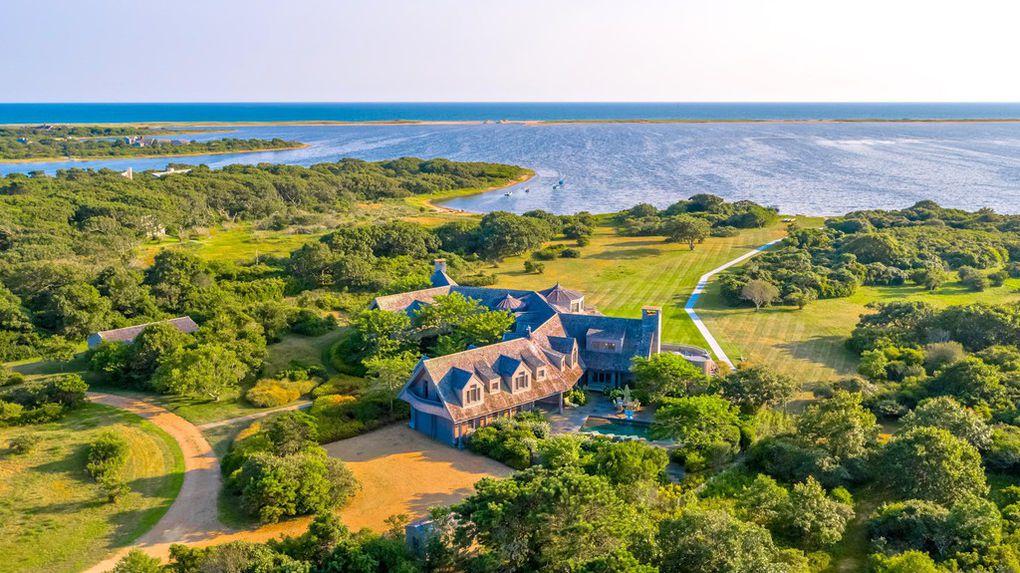 Obamas Buying Martha's Vineyard Mansion